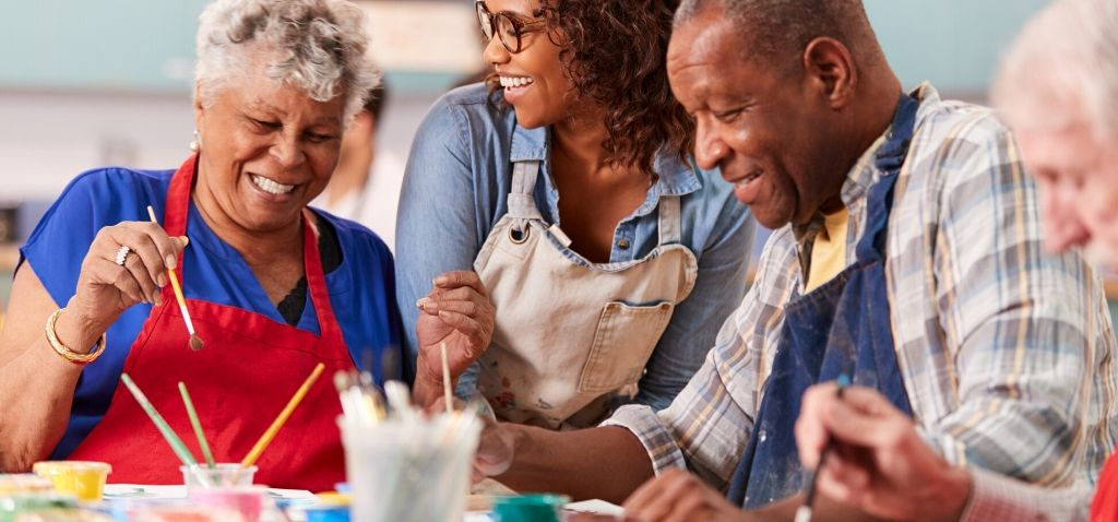 what activities do seniors do in assisted living