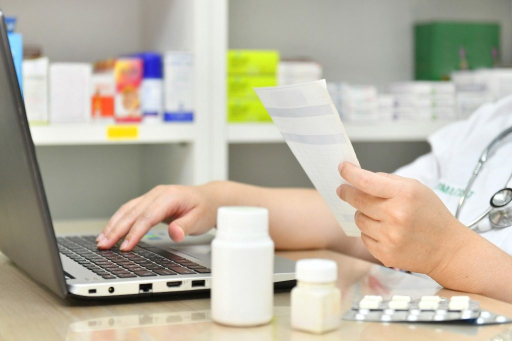 why you should choose an assisted living community with a pharmacy partnership